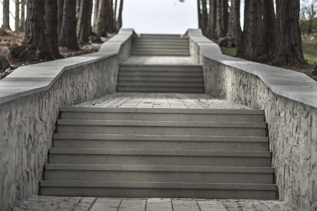 Stepenište prekriveno granitnim pločama